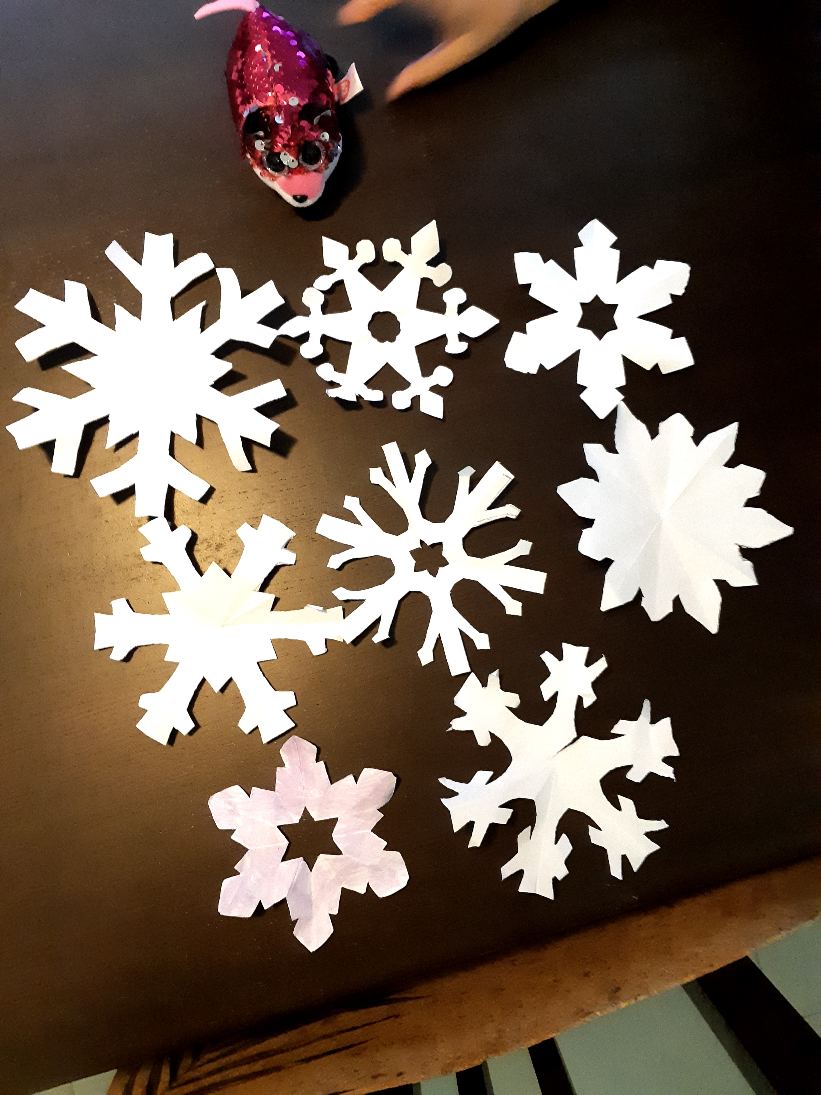 /uploaded_files/media/gallery/1598167748Elmie 1S snowflakes.jpg